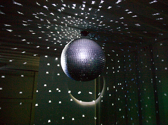 Invaderdiscoball1