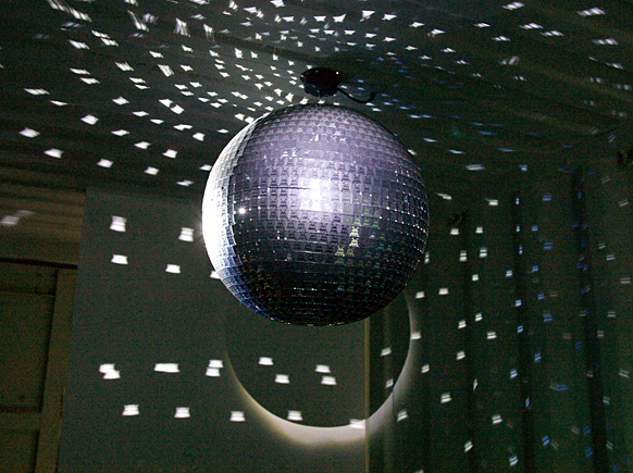 Invaderdiscoball2